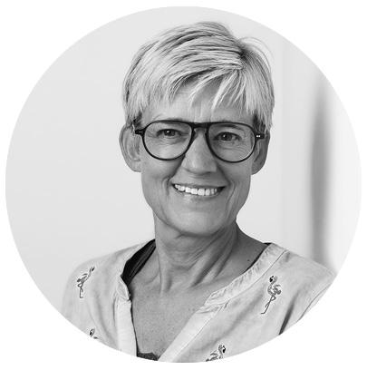 Sandra Schoel in schwarz-weiß